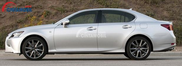 Bodi Meruncing Kedepan dan Overhang Depan Pendek Memberi Kemudahan Dalam Berkendara di mobil Lexus GS 350 2012