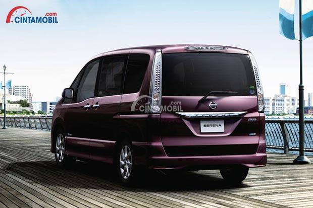 Tampilan Eksterior Belakang Nissan Serena 2013 berwarna ungu