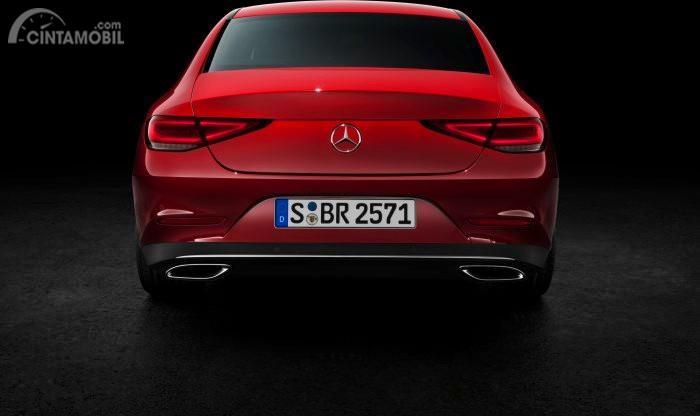 Bagian Belakang Mercedes-Benz CLS 450 2018 berwarna merah