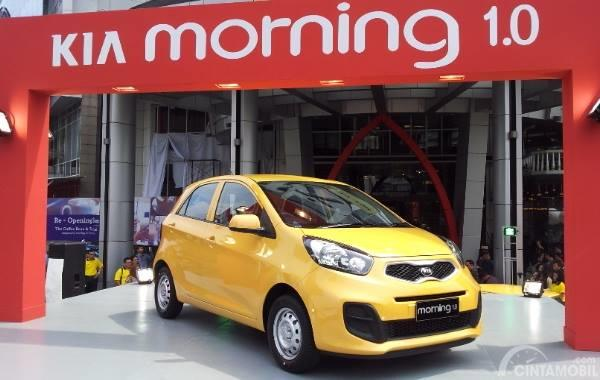 Tampilan depan Kia Morning 1.0 2014 berwarna kuning