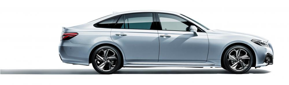 Eksterior Toyota Crown 2018 tampak samping