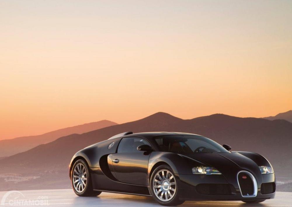 Gambar yang menunjukan Bugatti Veyron yang dimiliki oleh Andres Iniesta