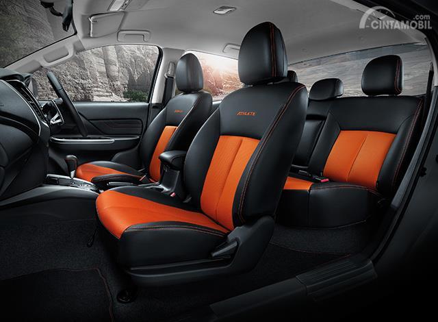 Kursi Mitsubishi Triton Athlete 2018 tampil nyaman dan sporty, dengan balutan kulit berkualitas yang dipadukan dengan jahitan berwarna oranye