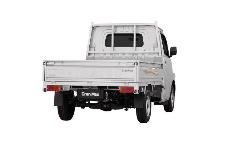 Eksterior belakang Daihatsu Gran Max Pick Up 2007 dirancang dengan Ground Clearance cukup tinggi yang berada di angka 175 mm