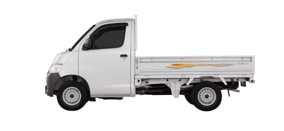 Eksterior samping Daihatsu Gran Max Pick Up 2007 memiliki ukuran panjang bodi 2.350 mm yang dihias dengan logo Sticker Water Splash