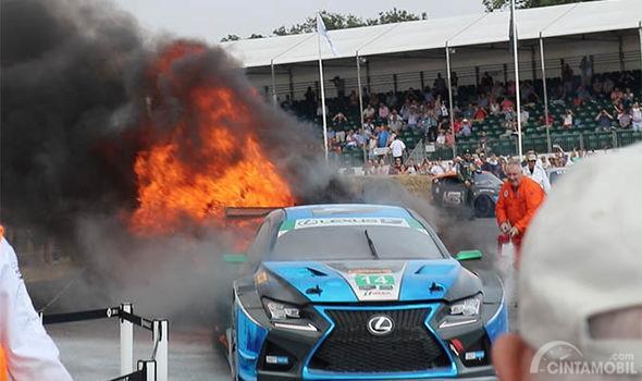 Detik-Detik Kebakaran Lexus RC F GT3 di Goodwood Festival of Speed