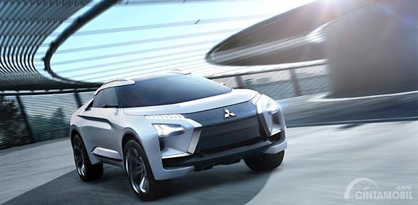 Fitur Keselamatan Mitsubishi E-Evolution Concept 2017 dibekali mode penggerak 4WD sehingga tampil lebih stabil namun tetap bertenaga