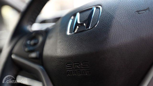 Gambar yang menunjukan bagian airbag dari kendaraan Honda