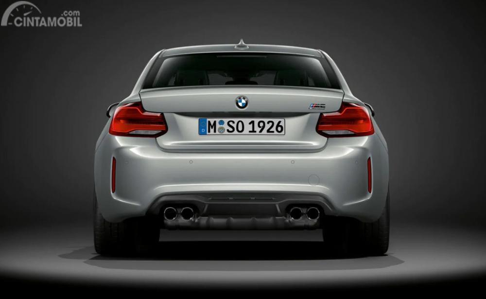 Gambar BMW M2 Competition tampak dari belakang