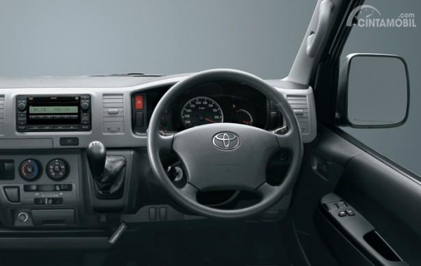 Setir Toyota Hi-Ace menggunakan desain sederhana