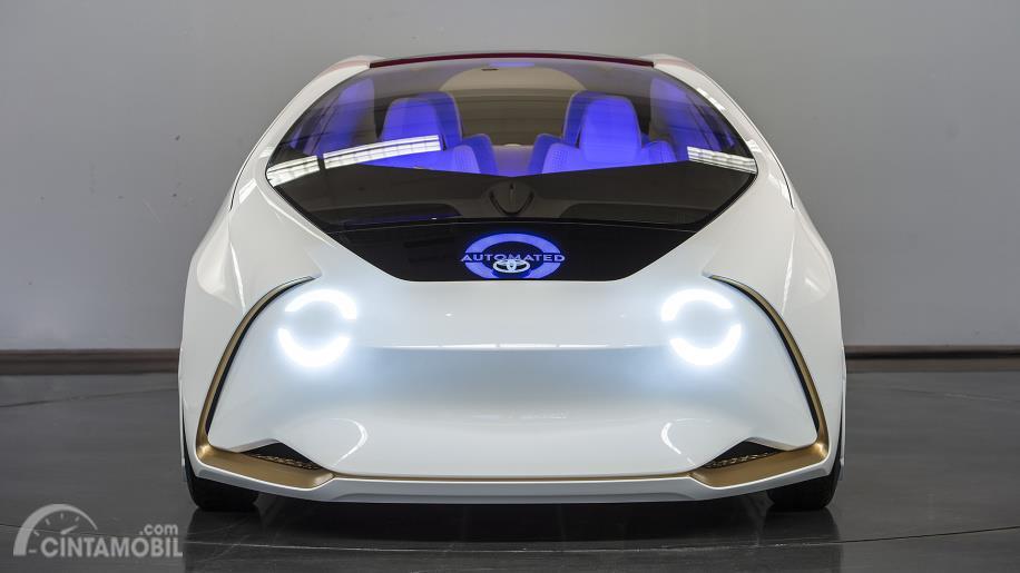 Eksterior  Depan Toyota Concept-i 2017 menggunakan lampu bundar yang disematkan di balik bodinya