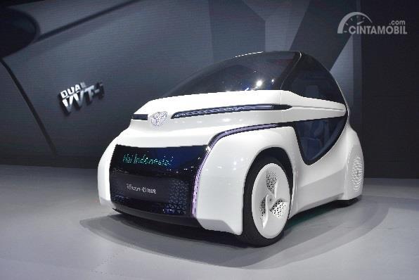 Toyota i-Ride sebagai mobil masa depan yang dipajang di ajang GIIAS 2018