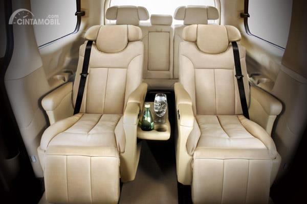 Hyundai H-1 Royale menggunakan fitur Dual Electric Sliding Door pada pintu sampingnya