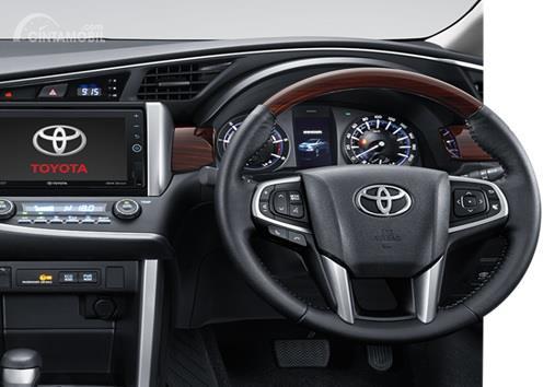 Toyota Kijang Innova 2017 Memiliki Setir Dengan Aksen Kayu Di Atasnya