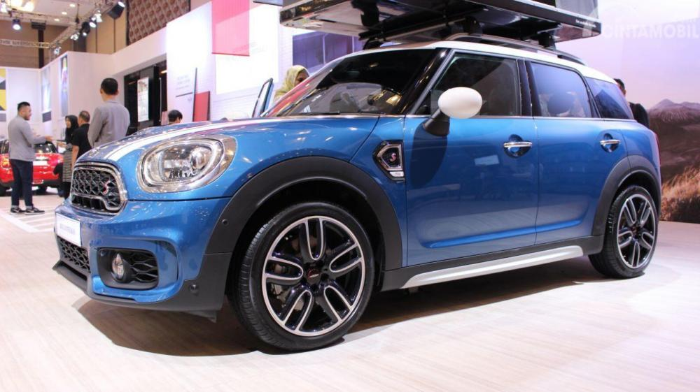 Foto Mini Countryman tampak samping