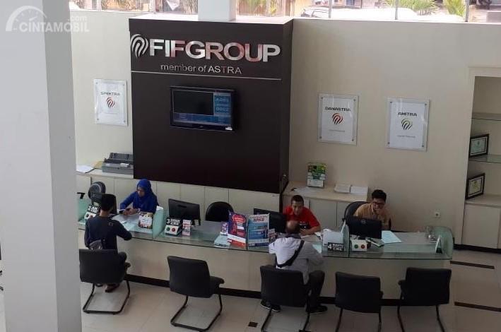 Aktifitas di salah satu kantor pembiayaan FIF