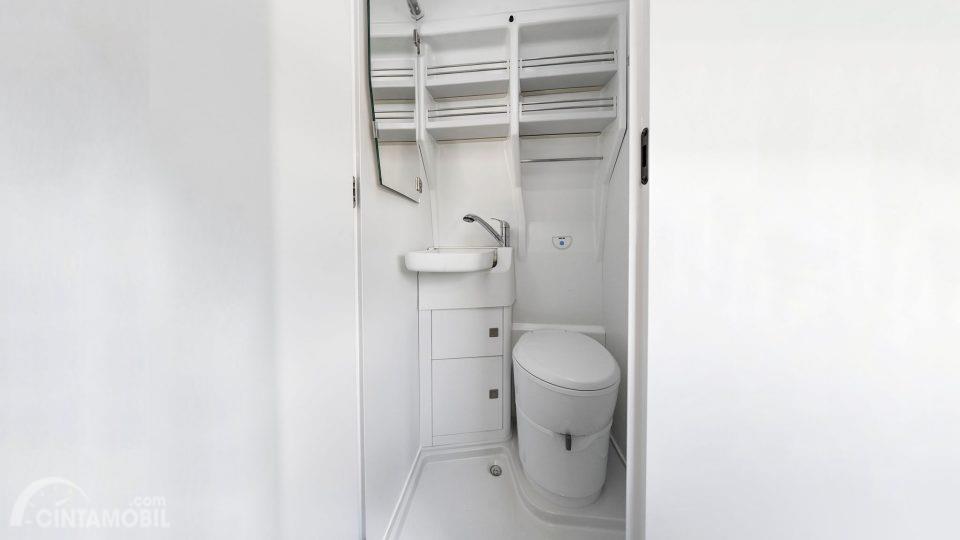 Fitur Hiburan Volkswagen Grand California 2019 menyuguhkan rancangan kabin yang dilengkapi dengan toilet