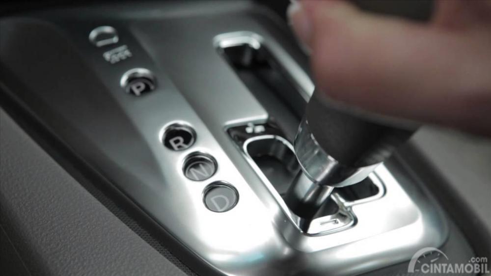 Posisikan pada low gear agar lebih aman