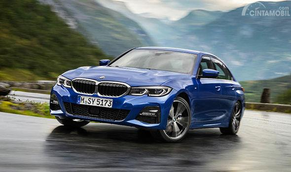 The All-New BMW 3 Series (G20) berwarna biru