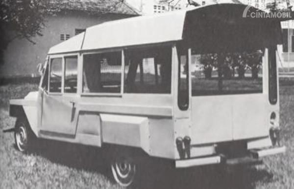 Gambar yang menunjukan mobil pertama Vietnam La Dalat dari belakang