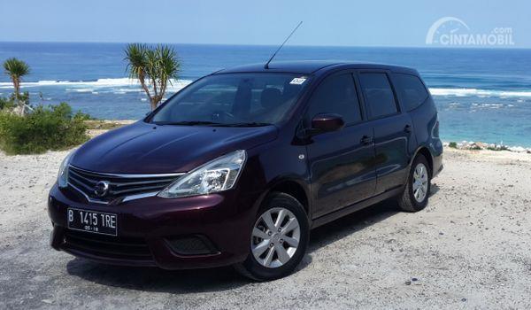Gambar yang menunjukan mobil lawas All New Nissan Grand Livina