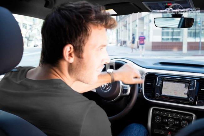 Fitur Hiburan Volkswagen Beetle Final Edition 2019 tampil dengan Head Unit berukuran 6,3 inci
