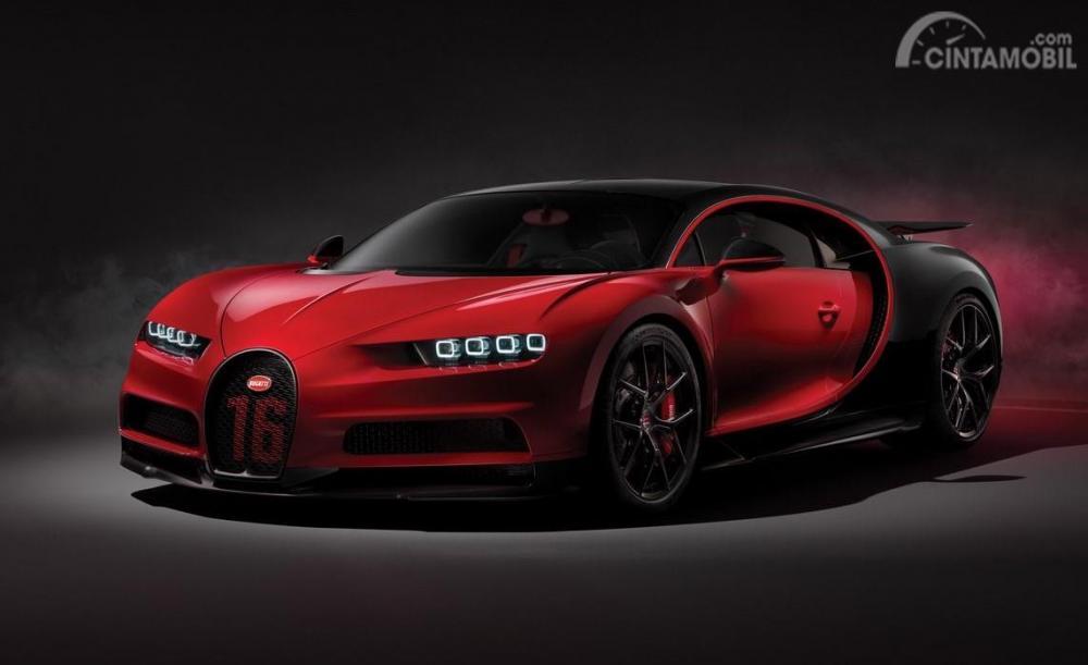 Foto Bugatti Chiron Sport tampak dari samping depan