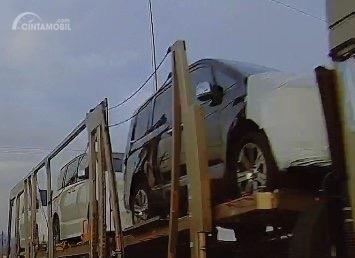 Foto truk mengangkut mobil diduga Delica terbaru