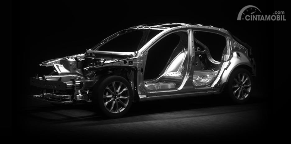 Fitur Mazda 3 2019 kini sudah mengaplikasikan arsitektur rangka bodi SkyActiv-X yang sekaligus menjadi sejarah pertama bagi Mazda 3
