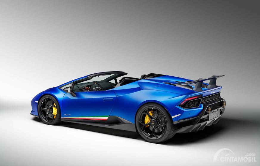 Gambar tampilan samping Lamborghini Huracán Performante Spyder 2018