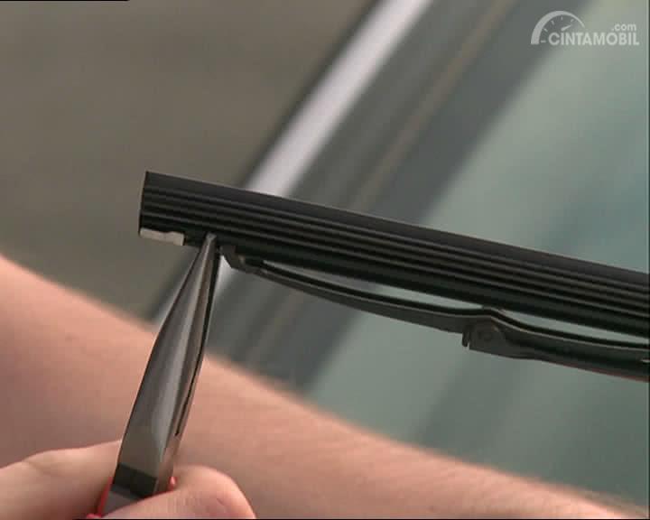 Wiper Reffil dirancang praktis yang menuntut Anda untuk mengganti karet saja jika karet sudah aus