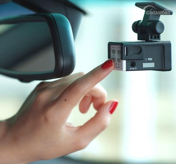 Gambar kotak hitam mobil untuk merekam semua aktifitas dalam kabin