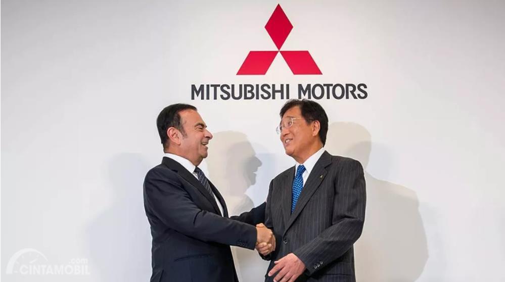 Gambar Carlos Ghosn bersama dewan Mitsubishi