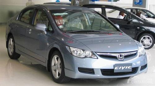 Tampak sebuah Honda Civic Generasi Ke-8 dengan kode bodi FD1 tahun 2006 warna biru