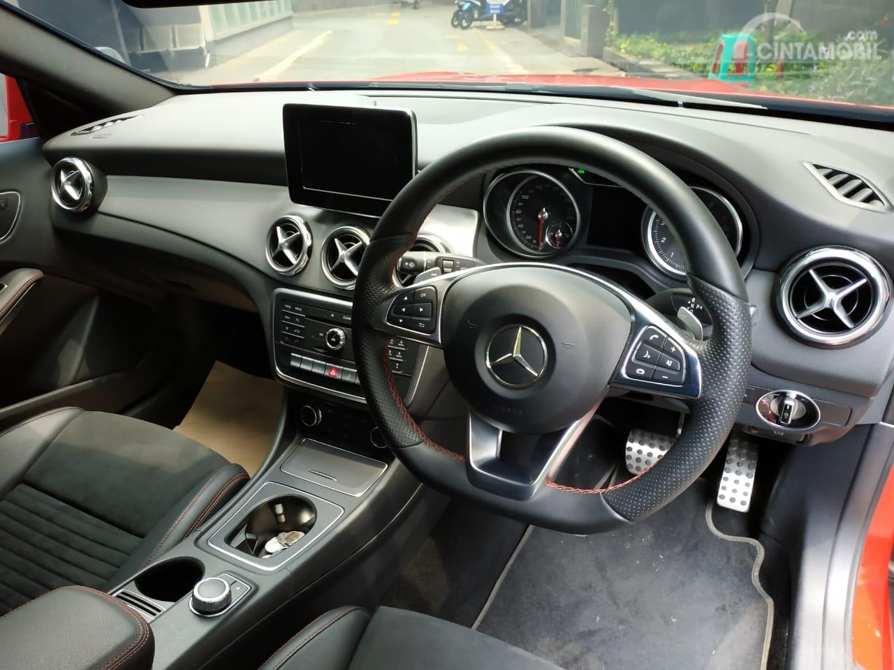 Tampak Layout interior Mercedes-Benz GLA 200 AMG Line 2018