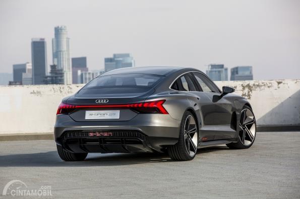 Gambar tampilan belakang Audi e-tron GT 2019