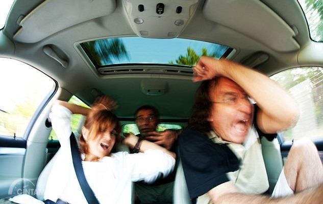 Gambar gempa ketika keluarga sedang mengemudi
