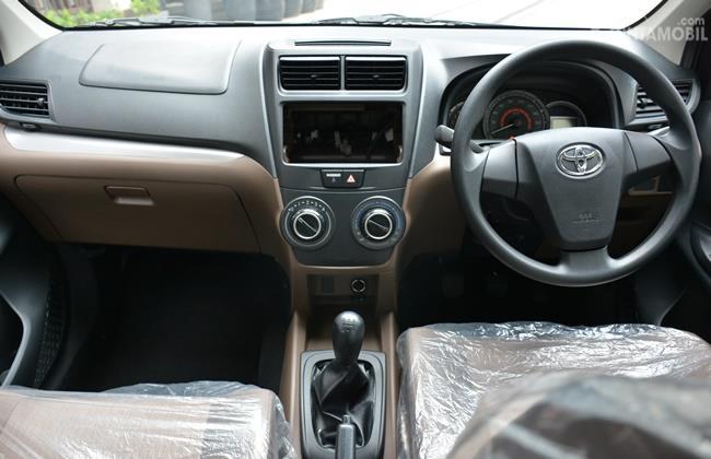 Layout dasbor mobil Toyota Avanza Transmover 2016