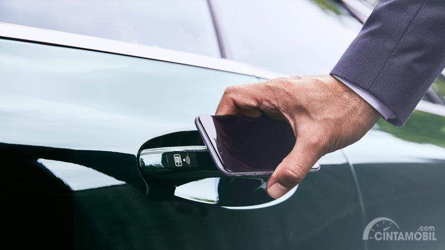 Gambar menunjukkan fitur Mercedes Me Connect Mercedes-Benz B-Class 2019