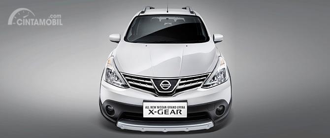 Eksterior depan Nissan Grand Livina X-Gear 2013 tampil menawan yang sekilas mirip SUV