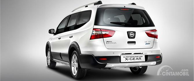 Eksterior belakang Nissan Grand Livina X-Gear 2013 dihias apik dengan lampu Rear Combination