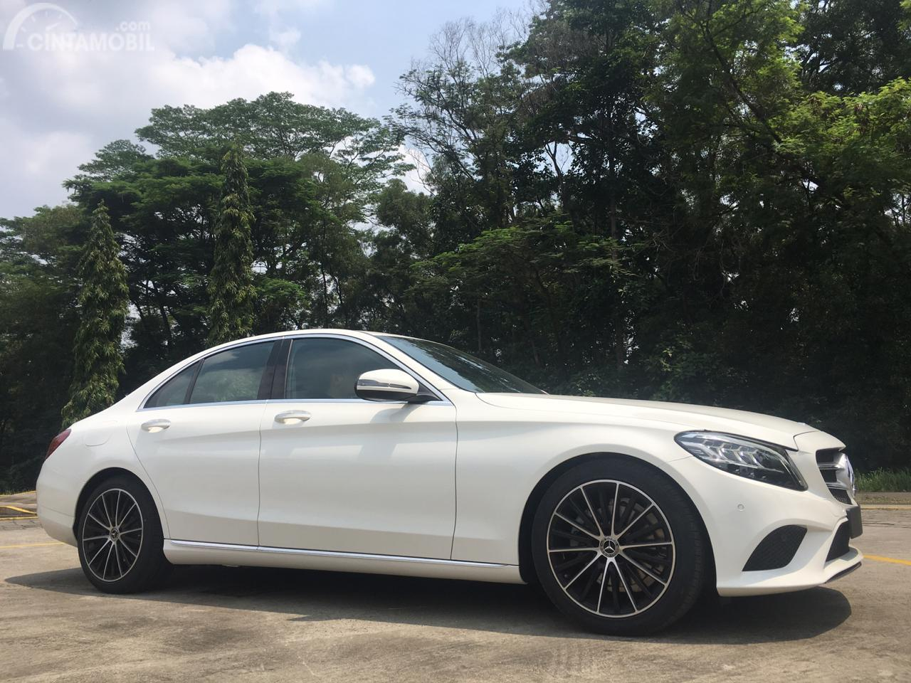 Eksterior Samping Mercedes-Benz C 200 EQ Boost Avantgarde Line 2019