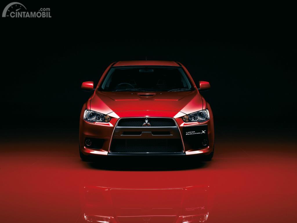 Tampak Depan Mitsubishi Lancer Evolution X 2008 berwarna merah