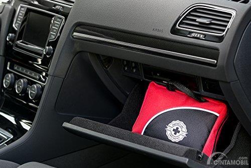 Simpan kotak P3K di glove box mobil Anda