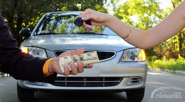 Ingin Menjual Mobil Bekas, Lebih Baik Tukar Tambah Atau Jual Sendiri?