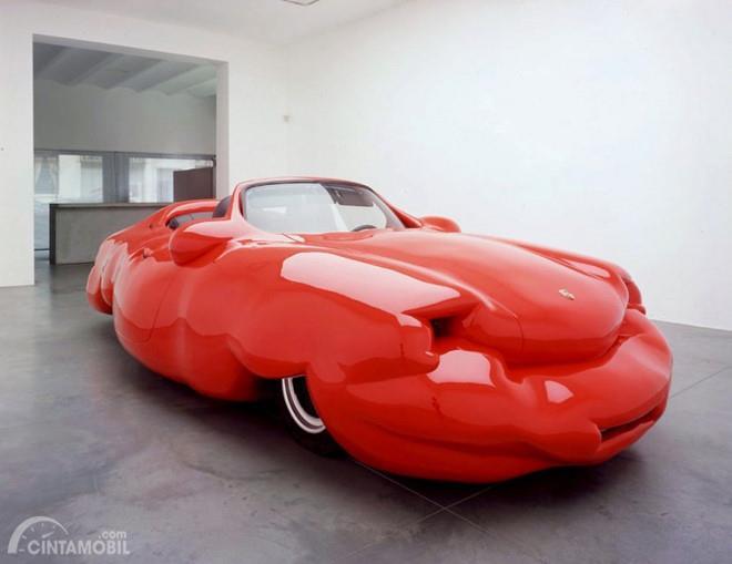 Mobil Obesitas hingga kini berada di Art Gallery Xavier Hufkens, Belgia