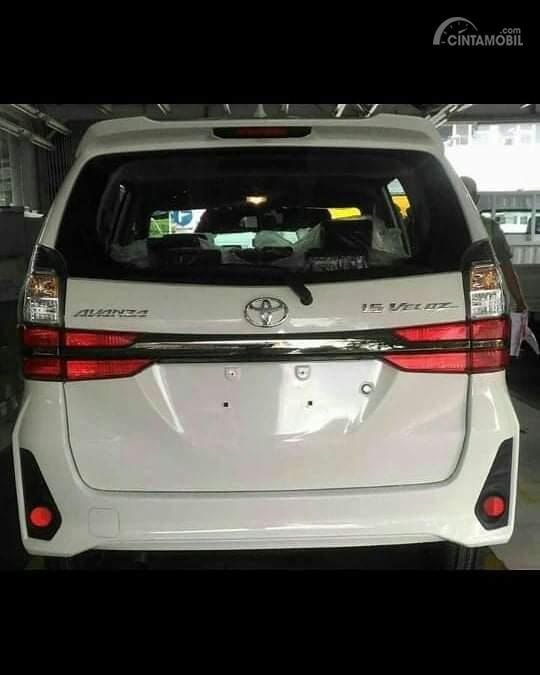 Tampak tampilan belakang Toyota Avanza Veloz 2019