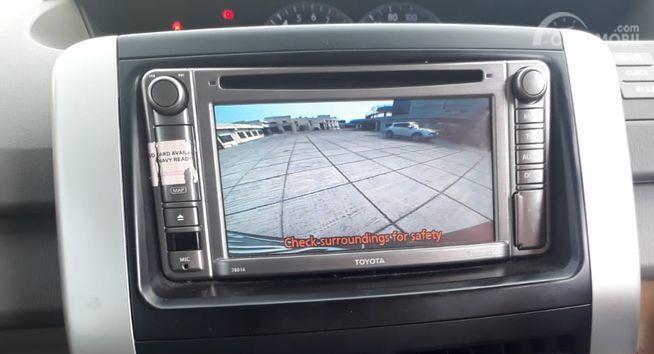 Gambar menunjukkan Sistem hiburan Toyota NAV1 2012