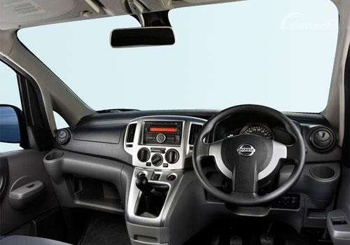 Dashboard Nissan Evalia 2012 terkesan sederhana dari segi desain namun sudah dilengkapi fitur mumpuni