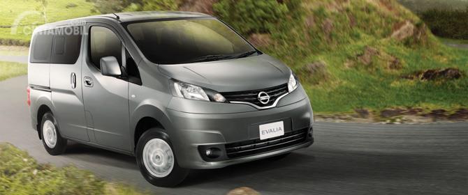 Eksterior Depan Nissan Evalia 2012 sudah dilengkapi lampu utama berukuran besar serta lampu kabut